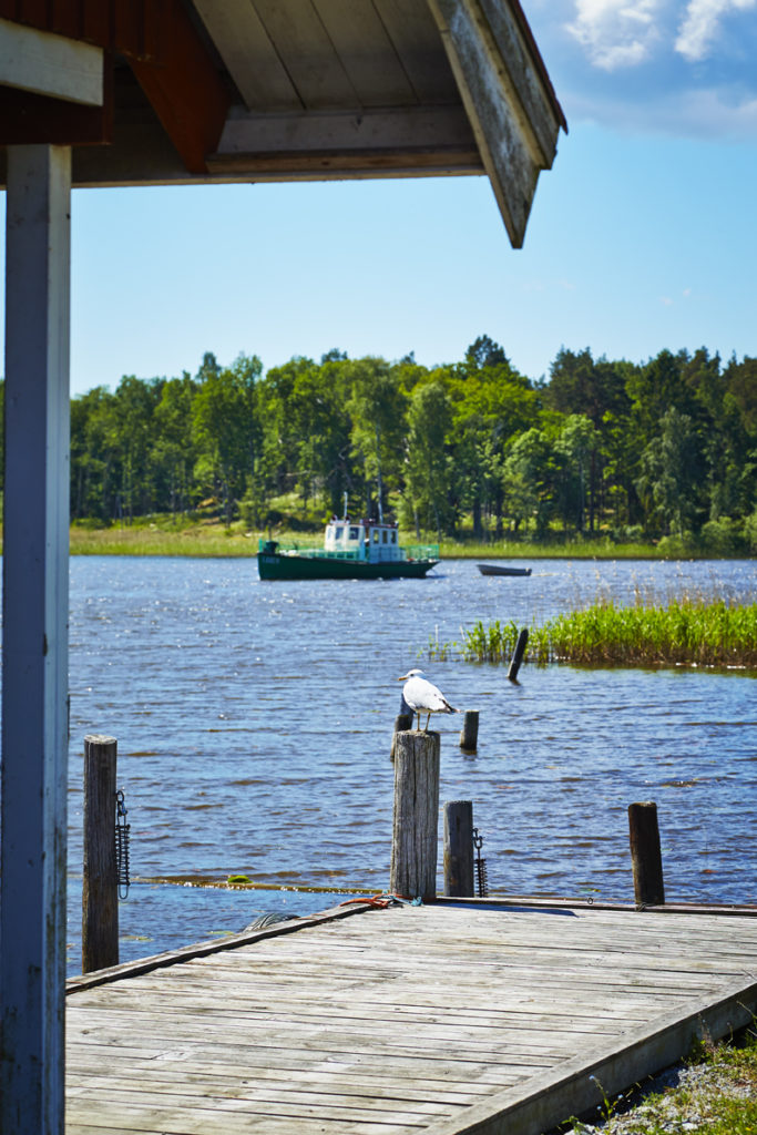 Fiskarbåt utanför brygga på Ängsö. Foto: Pia Nordlander